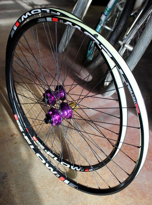 custom road bike wheels with mavic hubs and flow rims